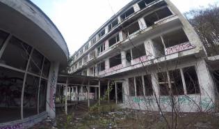 """Ruiny sanatorium """"Zdrowie"""" w Orłowie"""