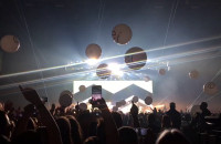 Enrique Iglesias - Wielkie balony nad głowami
