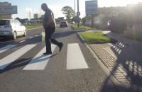 Tak wyprzedzają na przejściach dla pieszych