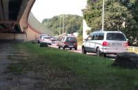 Auta wycofują się z Estakady Kwiatkowskiego po kolizji