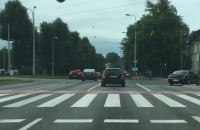 Przez skrzyżowanie na czerwonym