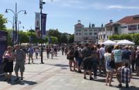 Jeden słoneczny dzień - tłumy w Sopocie