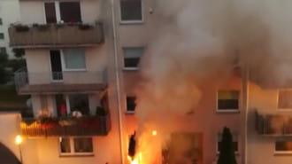 Pożar przed budynkiem na Porębskiego