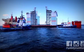 """Pływający dok """"Marco Polo"""" na pokładzie ciężarowca """"Sun Rise"""""""