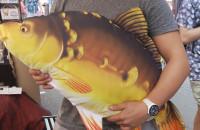 Pluszowy karp na Jarmarku