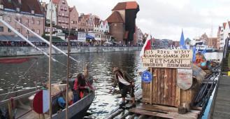 Flisacy z Ulanowa cumują przy Wyspie Spichrzów