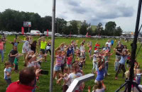 Trwa festyn dla dzieci w parku reagana