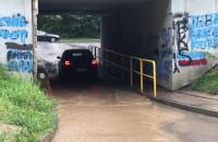 Zbiera się woda pod tunelem w Kolibkach