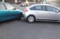 Samochód zablokował przejazd przy Kołobrzeskiej