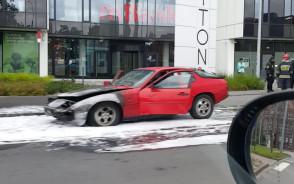 Spalone auto obok Trytona