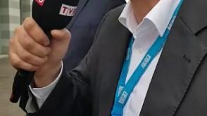 Dziennikarz TVP zadaje pytania prezydentowi Gdańska