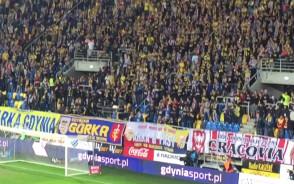 Przyjaźń na trybunach w meczu Arka - Cracovia