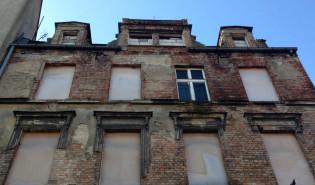 Zrujnowany budynek na Dolnym Mieście