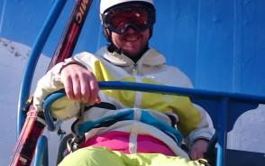 Wyjątkowa reklama wyciągu narciarskiego na ul. Spacerowej