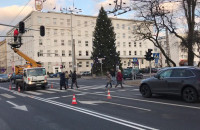 Montaż nowych sygnalizatorów na skrzyżowaniu Swiętojańskiej z Piłsudskiego