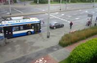 Gwiazda w sportowej furce zablokowała przystanek autobusowy