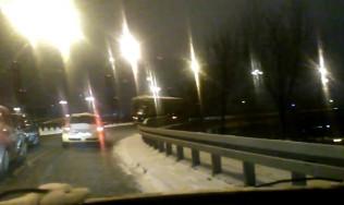 Cieżarówka walczy z podjazdem na Estakadę Kwiatkowskiego
