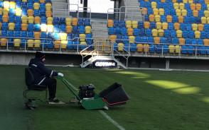 Przygotowania na stadionie do meczu Arka - Lech