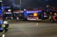Ustawiają tramwaj