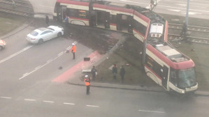 Tramwaj wypadł z torów