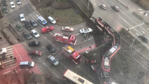 Akcja ratunkowe na miejscu wypadku tramwaju