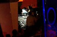 Siostry Godlewskie śpiewają w klubie