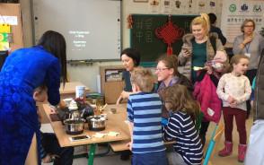 Ozoboty, nauka parzenia herbaty i pisania po chińsku