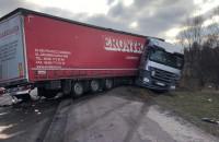 Zderzenie trzech ciężarówek na Sucharskiego