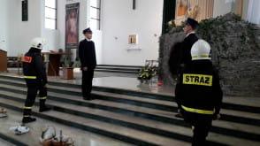 Strażacy pełnią wartę przy Grobie Pańskim