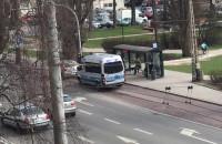 Zatrzymanie samochodu przez policję na Świętojańskiej w Gdyni