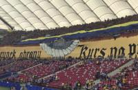 Żółto-niebieska flaga na Stadionie Narodowym