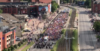 Marsz Równości z okien Zieleniaka