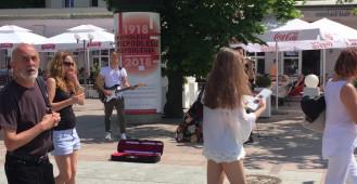 Muzycy na Monciaku grają piosenkę Adele