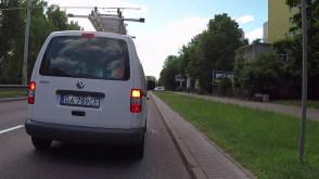Buc z Gdyni specjalnie zajeżdża drogę