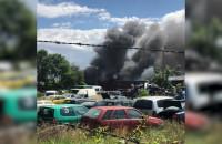 Pali się budynek złomowca w Bysewie
