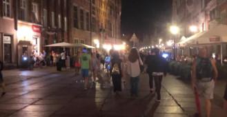 Droga Królewska pełna turystów wieczorem