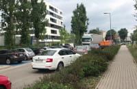 Tir przyblokował przejazd Bydgoską w Gdyni i trąbi