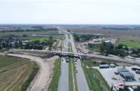 Widok na budowę drogi S7 z drona