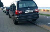 Nieprawidłowo zaparkowane samochody, straży nie ma