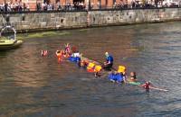 Wywrotka smoczej łodzi podczas wyścigu na Motławie