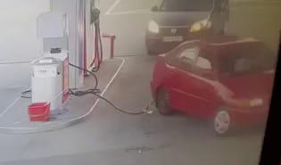 Odjechał z przewodem od tankowania gazu