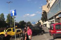 Straż miejska odholowuje auto zaparkowane przy Władysława IV