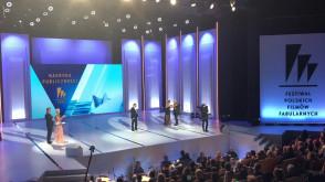 Smarzowski odbiera nagrodę publiczności za Kler