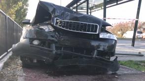 Skutki wypadku osobówki i ciężarówki na Miałkim Szlaku