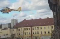 Helikopter między domami