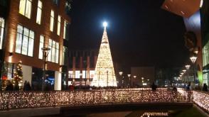 Rozbłysła wielka choinka w Forum Gdańsk
