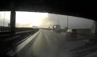 Zawracanie na obwodnicy tuż przed bramkami na autostradę