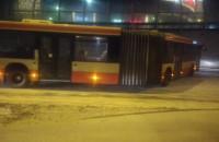 Autobusy ślizgają się przy Galerii Bałtyckiej