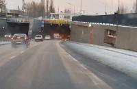 Jak jeździ większość kierowców w tunelu gdy jest ograniczenie do 50 km/h