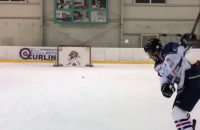 Lukas Haraslin gra w hokeja